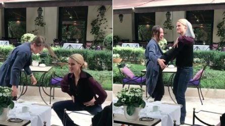 """Michelle Hunziker e Aurora fanno stretching al ristorante: """"Non mi sento più le chiap**"""""""