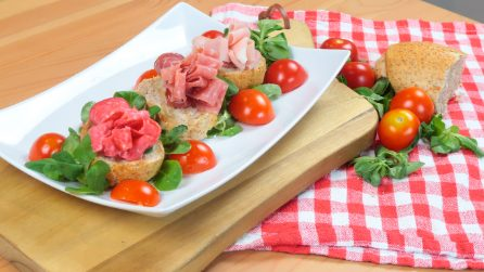 Ham flowers: A unique decoration for a tasty aperitif
