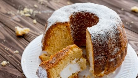 Twinkie Bundt Cake: a delicious cream-filled cake!