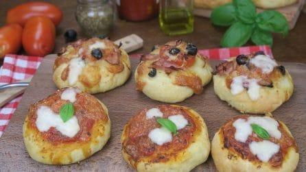 Pizzette soffici e facili : ecco come prepararle con un bicchiere!