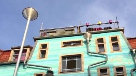 """Lo spettacolare """"palazzo che suona"""" nel quartiere studentesco di Kunsthofpassage"""