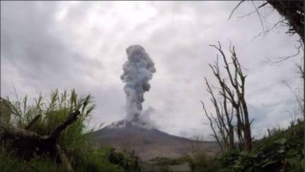 L'eruzione del Monte Sinabung catturata in time lapse: le bellissime immagini