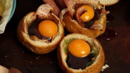 Rimuove la mollica dai panini e li imbottisce così: quello che prepara è delizioso