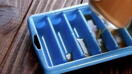 Versa il caffè nel contenitore del ghiaccio: un'idea originale da provare