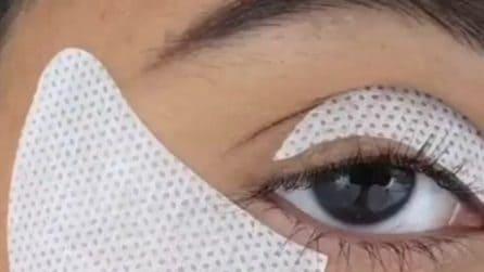 Applica dei cerotti su palpebre e viso: il motivo è sorprendente