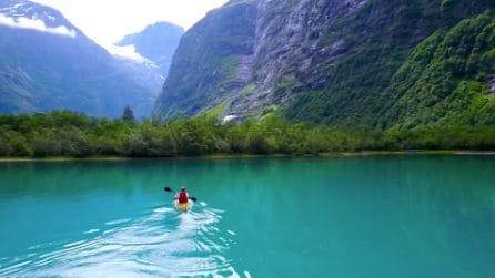 Fare Kayak in uno scenario mozzafiato: alla scoperta del lago Lovatnet