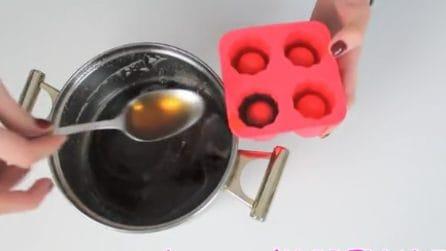 Versa la bevanda gassata negli stampi: un'idea facile e creativa che conquisterà tutti