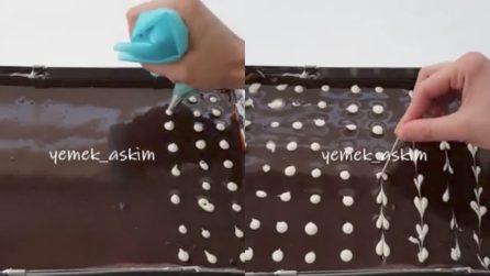 Realizza dei puntini sulla torta e la decora con uno stuzzicadenti: un dolce creativo e buonissimo