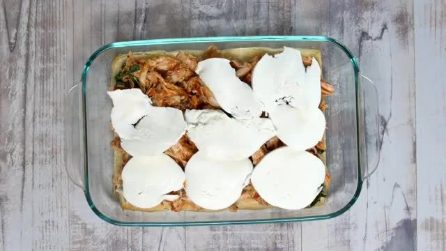 Mette la mozzarella sul pollo: la ricetta a cui forse non avevi mai pensato