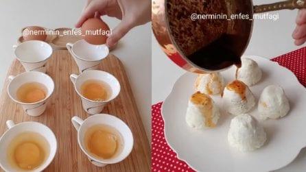 Mette le uova nelle tazzine: quello che prepara è una prelibatezza