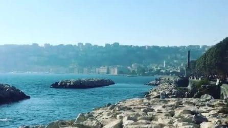 Napoli, la magia del lungomare: caldo e sole anche ad ottobre
