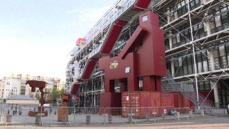 Domestikator, la controversa scultura al Centre Pompidou di Parigi