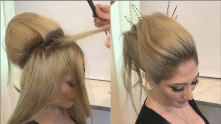 Cotona i capelli e li infila nelle forcine: realizza una pettinatura fantastica