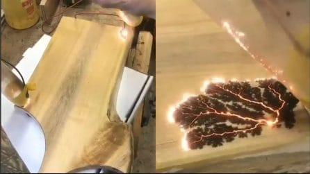 Bruciano gli angoli del legno: quello che viene fuori è incredibile