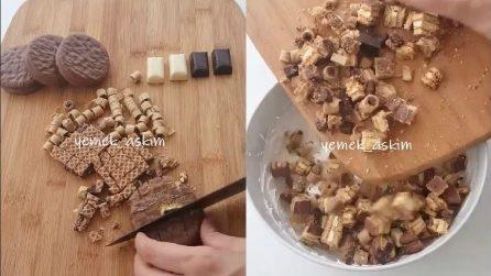 Sbriciola i biscotti e li mette nella panna: una ricetta semplice che piacerà a tutti