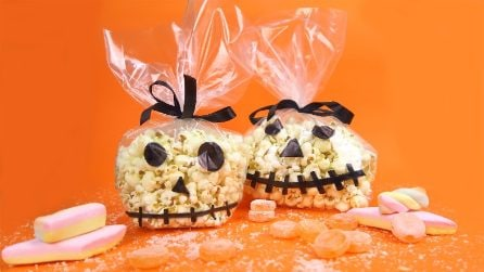Simple but amazing! A special idea for your Halloween Pop Corn