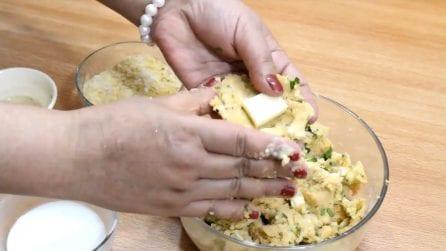 Mette il formaggio nell'impasto di patate: una ricetta facile e buonissima
