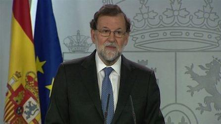 Spagna, Rajoy destituisce governo catalano: elezioni a dicembre