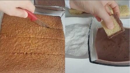 Taglia il pan di spagna e lo immerge nel cioccolato: un'idea originale per un dessert gustoso