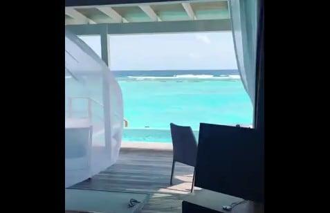 a9b19aa63f La piscina sfiora il mare delle Maldive: un angolo di paradiso