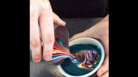 Versa la schiuma colorata nel cappuccino: il risultato è stupendo