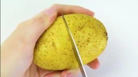 Taglia lungo la metà le patate: il motivo nasconde un ottimo stratagemma