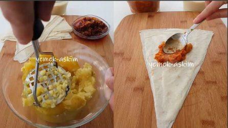 Schiaccia le patate e farcisce la pasta fillo: uno spuntino da leccarsi i baffi