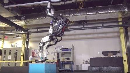 Il robot ginnasta: salto mortale all'indietro con capriola