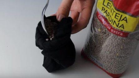 Mette le lenticchie nel calzino: realizza un oggetto molto utile in inverno