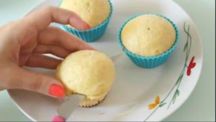 Taglia i muffin e realizza una decorazione dolcissima