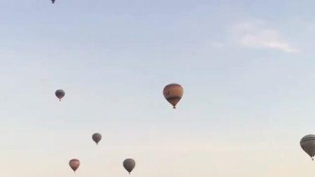 Decine e decine di mongolfiere nel cielo: un bellissimo colpo d'occhio