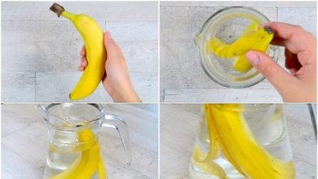 Mette la buccia di banana nella brocca: il trucco utile da provare
