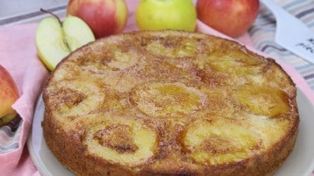 Apple upside-down cake: so soft and moist, it is perfect to serve for breakfast!