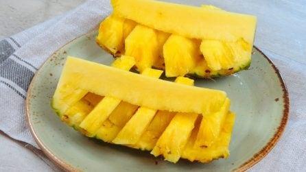 Come tagliare l'ananas a barchetta