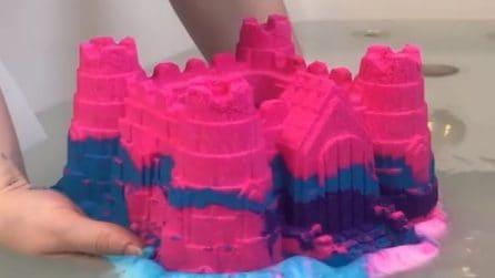 Immerge il castello colorato in acqua: ciò che accade è pazzesco