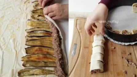 Mette melanzane e carne sulla pasta fillo e l'arrotola: una ricetta deliziosa