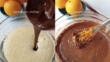 Aggiunge cioccolata e buccia d'arancia all'impasto: il sapore sarà ancora più buono