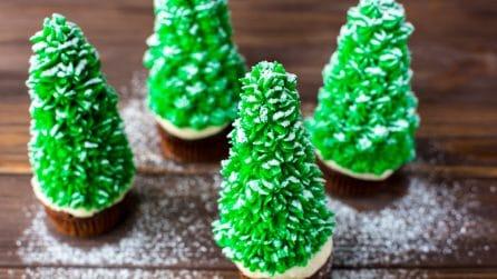 Ecco come fare degli alberi di Natale con un cono gelato!