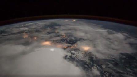 """In """"cima"""" alla Terra: fulmini e luci delle città visti dallo Spazio"""