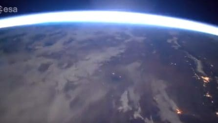 Una meteora entra nell'atmosfera: le fantastiche immagini di Paolo Nespoli