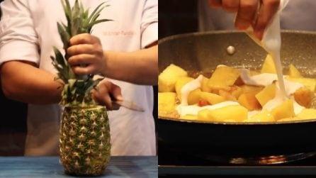 Taglia l'ananas e lo cuoce nella padella: il tocco finale è una vera delizia