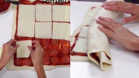 Fette di formaggio sull'impasto, poi arrotola tutto: la speciale torta-pizza
