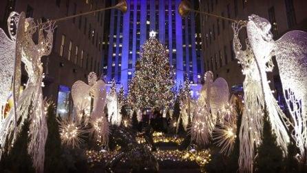 Si accende l'albero al Rockefeller Center di New York e la magia del Natale ha inizio