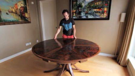"""Sembra un comune tavolino: basta ruotarlo per svelare il suo """"segreto"""""""