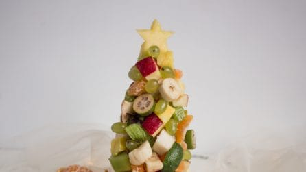 Fruit Christmas tree: fun idea to serve fruit!