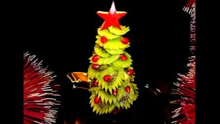Come realizzare un albero di Natale con i kiwi