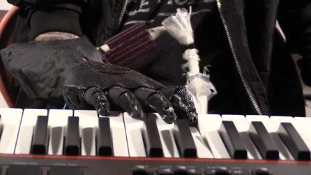 La mano bionica di Luke Skywalker è realtà: amputato torna a suonare con una protesi