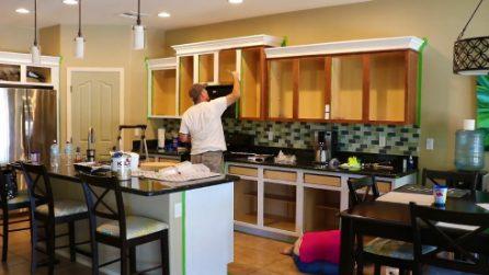 Smontano la loro cucina e la trasformano: l'aspetto finale è stupefacente