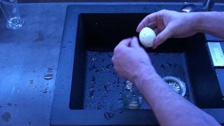 Come sgusciare un uovo sodo in 3 secondi