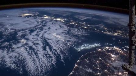 """In """"capo"""" al mondo: le luci delle città illuminate dalla supeluna"""